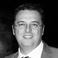 """Carlo Cappello Dirigente scolastico del Liceo Scientifico """"Galileo Galilei"""" di Pescara. Con lui ricordiamo Antonino Caponnetto e la sua frase più famosa: """"Acerrimo nemico della mafia è la scuola"""". Con Cappello diamo voce a tutti quegli insegnanti che educano alla legalitàe alla cittadinanza attiva."""