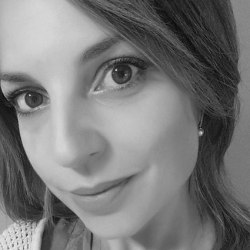 Viviana Matrangola Figlia di Renata Fonte, amministratrice pubblica di Nardò uccisa dalla mafia salentina nel 1984. Continua senza sosta la battaglia della madre per perseguire i valori di trasparenza e integritànella gestione della cosa pubblica con incrollabile dedizione alla legalità.